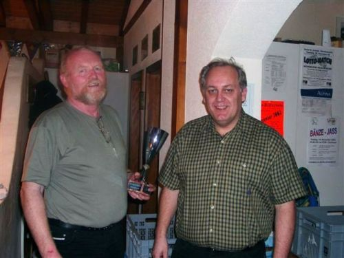 Organisator Otti mit Sieger Edi Fluri