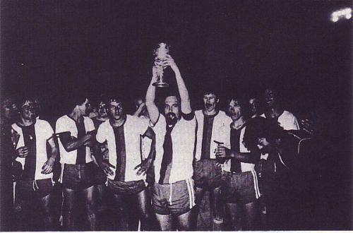 Pokalübergabe 2.Liga 1974 75 Photo 1975 12